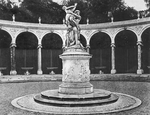 Версальский дворец. Круглая колоннада