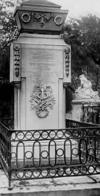 Могила М. В. Ломоносова. (Александро-Невская лавра, Ленинград)