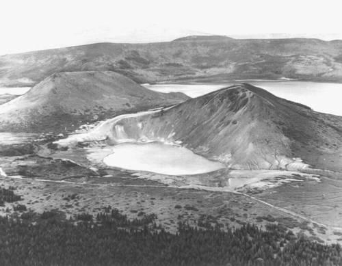 Озеро Песчаное (о. Кунашир)