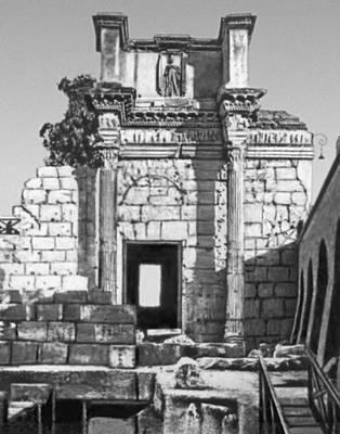Рим. Фрагмент стены форума Нервы