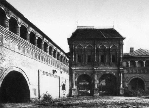 Старцев. О. Д. «Теремок» над въездными воротами Крутицкого подворья (Москва)