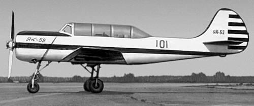 Учебно-тренировочный самолет Як-52