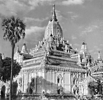 Храм Ананды в Пагане (Бирма)