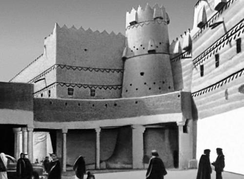 Эр-Рияд. Вход во дворец (Саудовская Аравия)