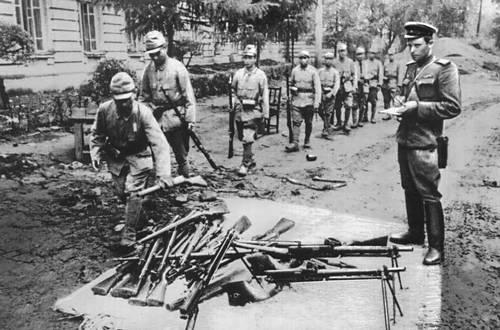 Японские солдаты сдаются в плен